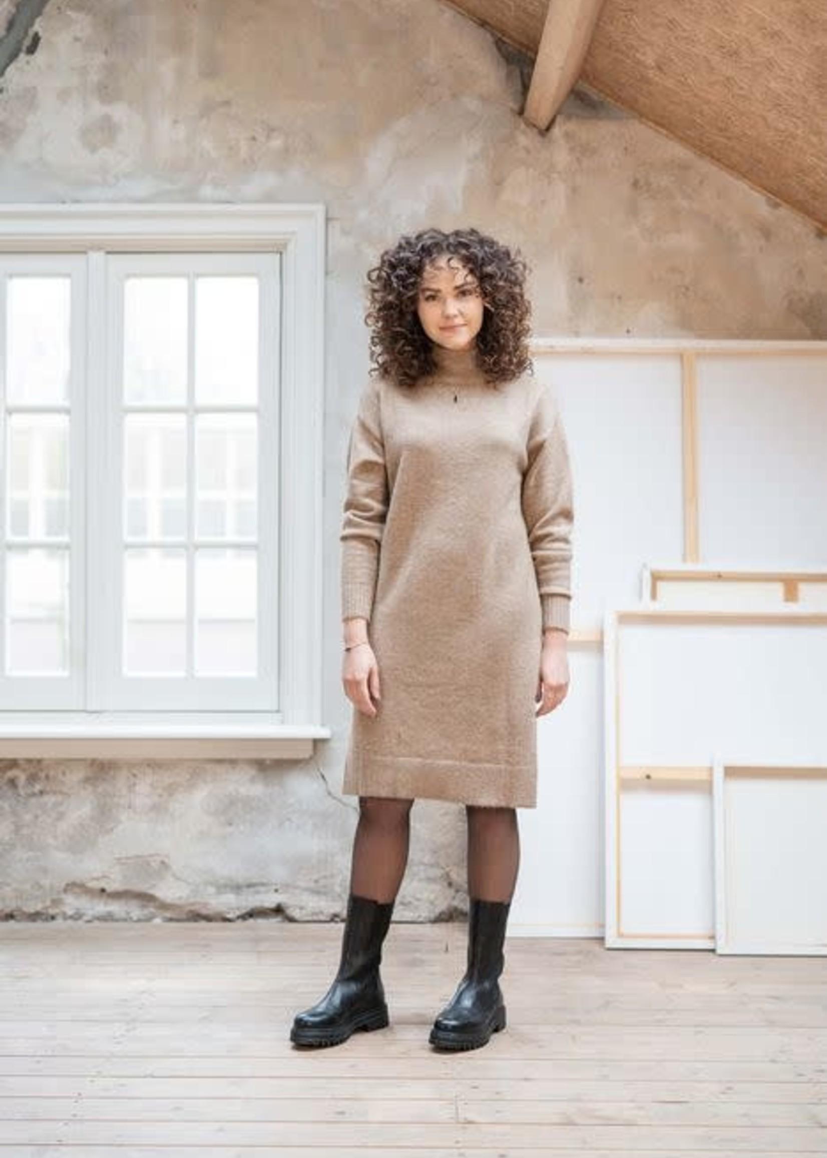 ZUSSS Gebreide jurk met col en split taupe
