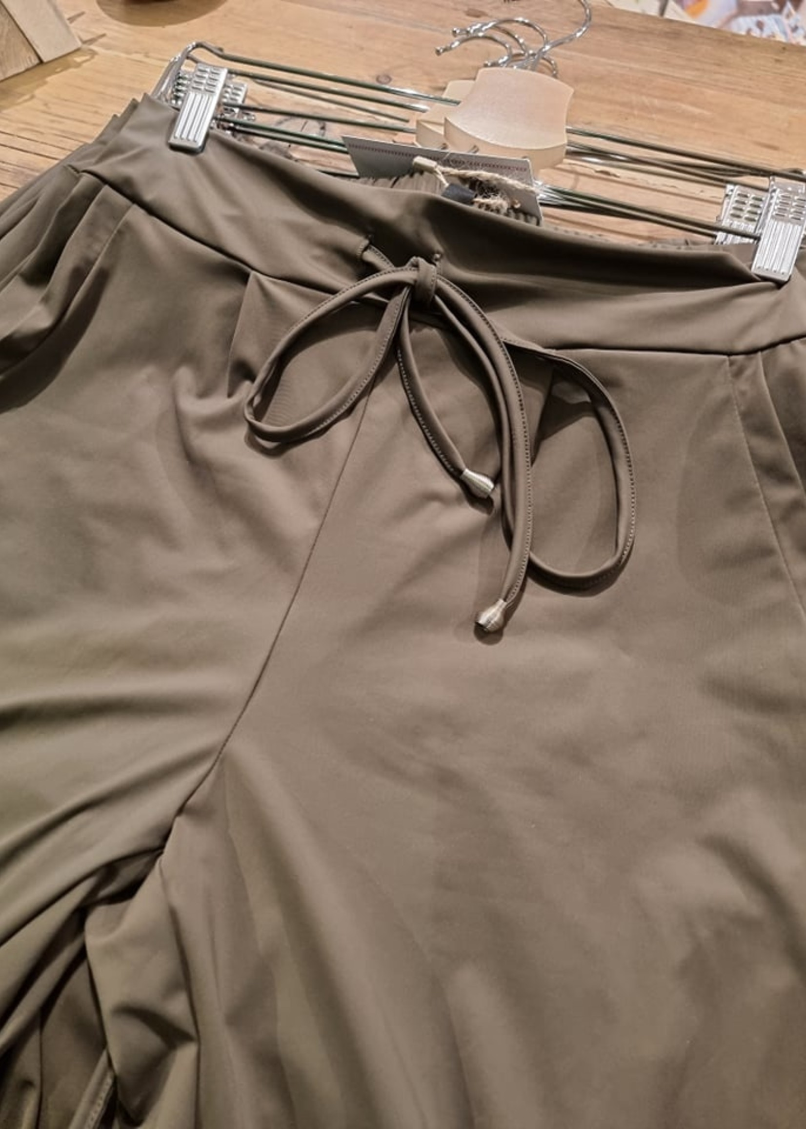 MOOI VROLIJK Trouser Relax basic travel Green 21355