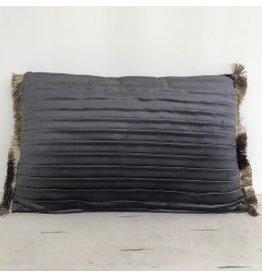 Velvet kussen taupe/ grijs 40x60 cm met plooien