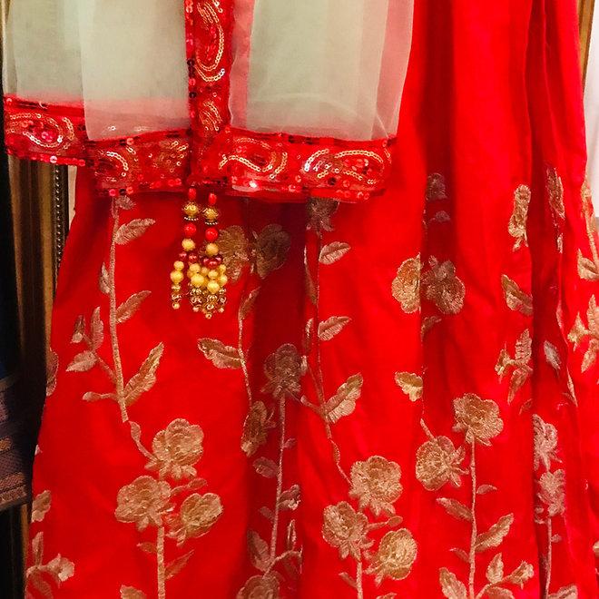 Lehenga Choli in Rot auf Mass