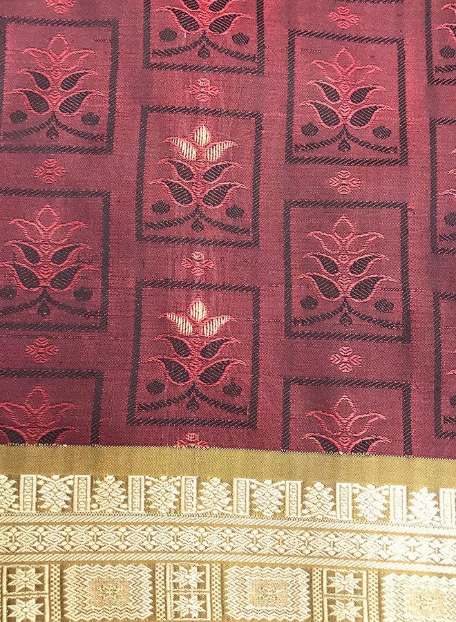 Sari  aus Seide in Weinrot, Webkunst