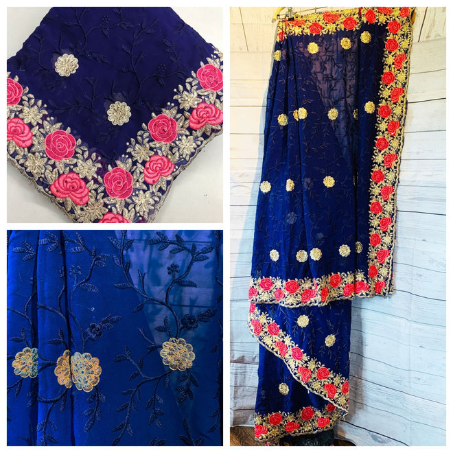 Bestickter Sari in Blau mit Rosen