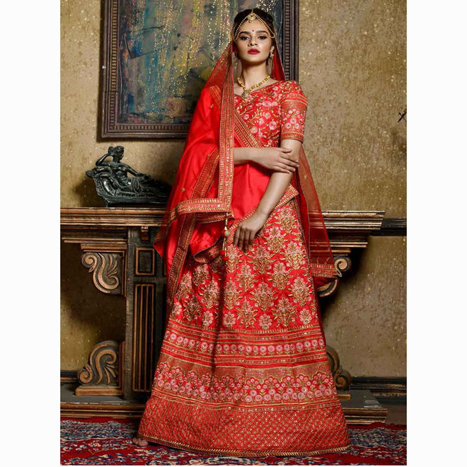 Lehenga Choli in Rot, Gold (Massanfertigung)