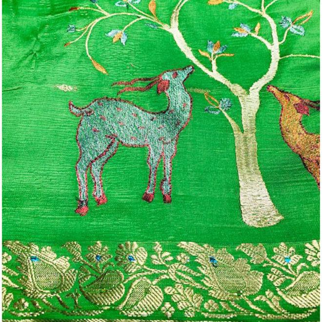 Sari Seidengemisch in Grün bestickt mit Goldborte
