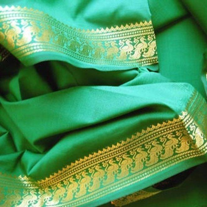Sari Seidentaft in Aquagrün mit goldener Borte
