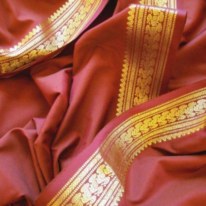 Sari Seidentaft in  Kastanie mit goldener Borte