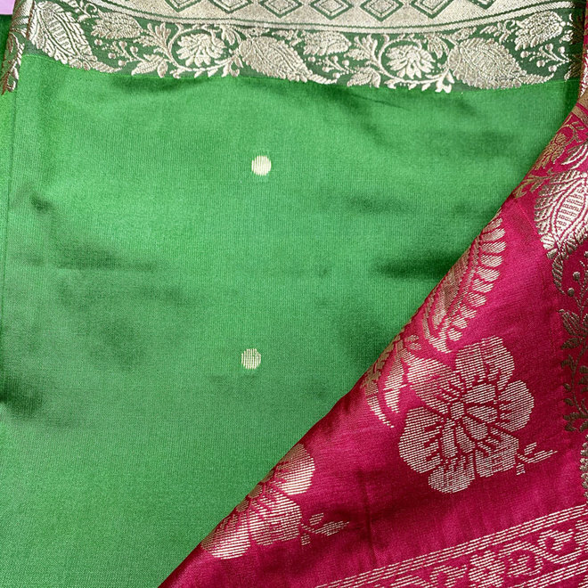 Sari Kalkutta in Grün, Rot mit Gold