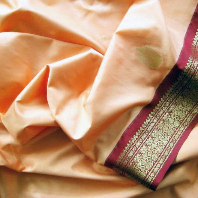 Sari Chennai in Beige und Rot mit Gold