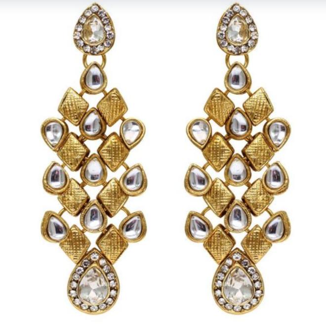 Ohrringe mit Kristallen in Weiss-Gold