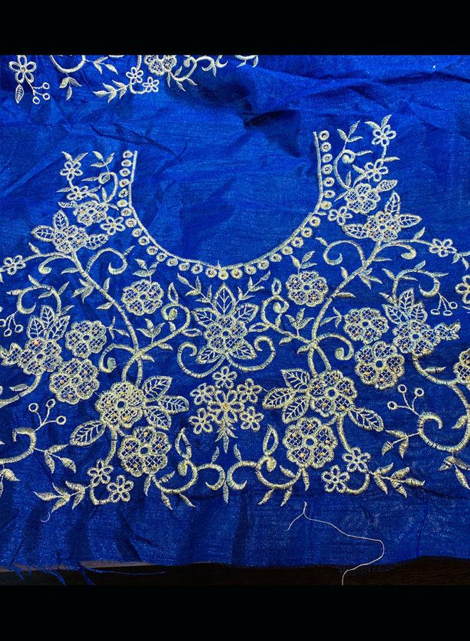Sariblusenstoff in Blau mit Stickbild in Gold
