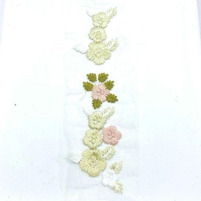 Spitzenapplikation in Pastell