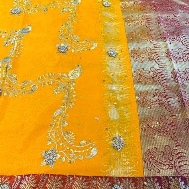 Exklusiver Sari in Mango-Gelb