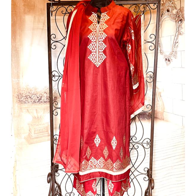 Salwar Kameez in Rot
