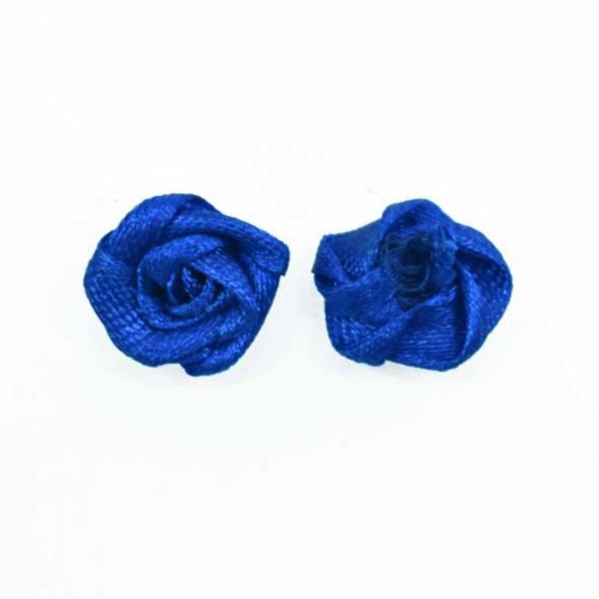 Rosen aus Satin