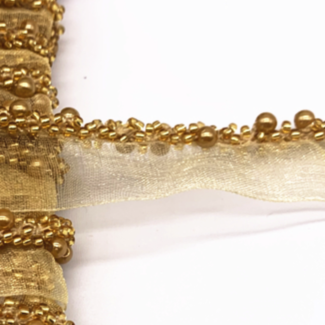 Borte mit goldenen Perlen