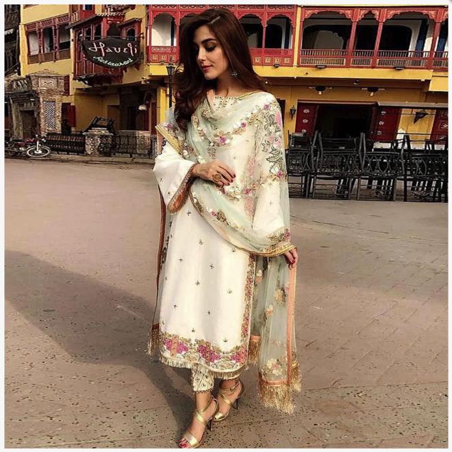 Salwar Kameez in Creme, Pink (Massanfertigung)