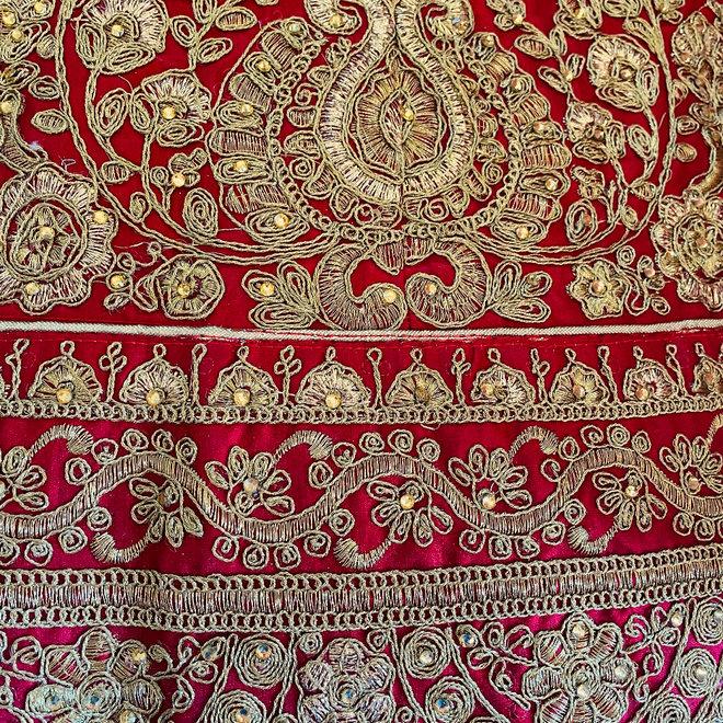 Lehenga Choli in Rot, Gold (Massanfertigung)