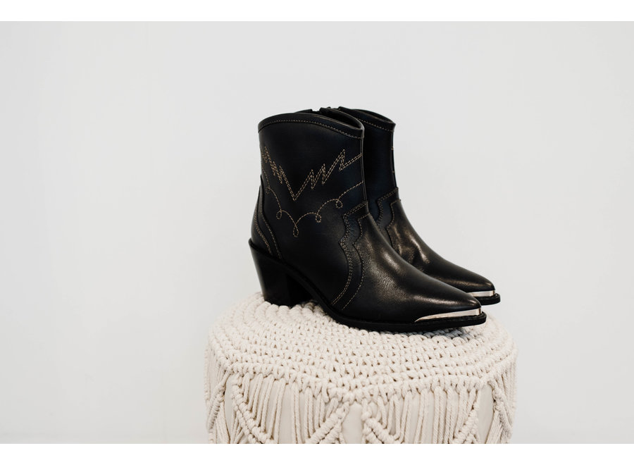 Veronica boots black