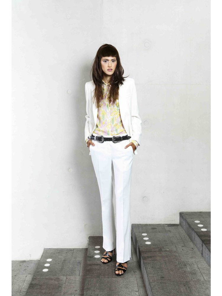 fitted white blazer