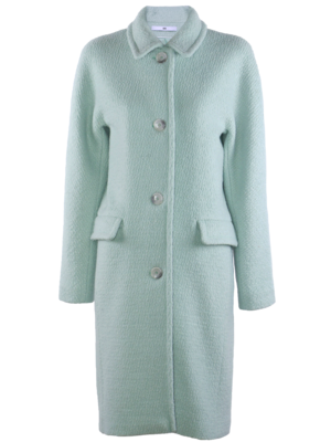 coat with raglan sleeve