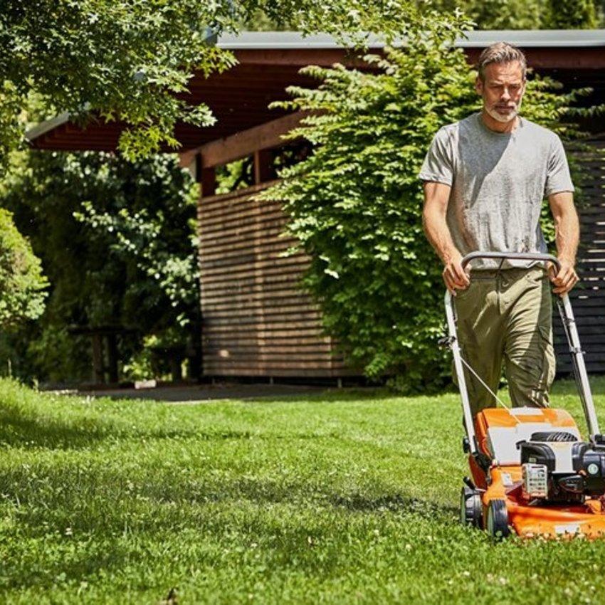 Met welk tuingereedschap houd je je gras gezond?