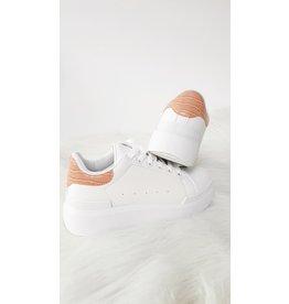 Pink croco sneaker