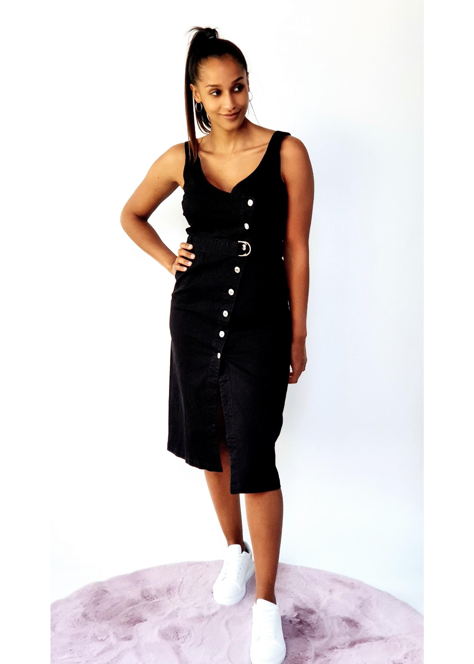Thé sister of the black dress