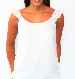 Thé laced shoulder top