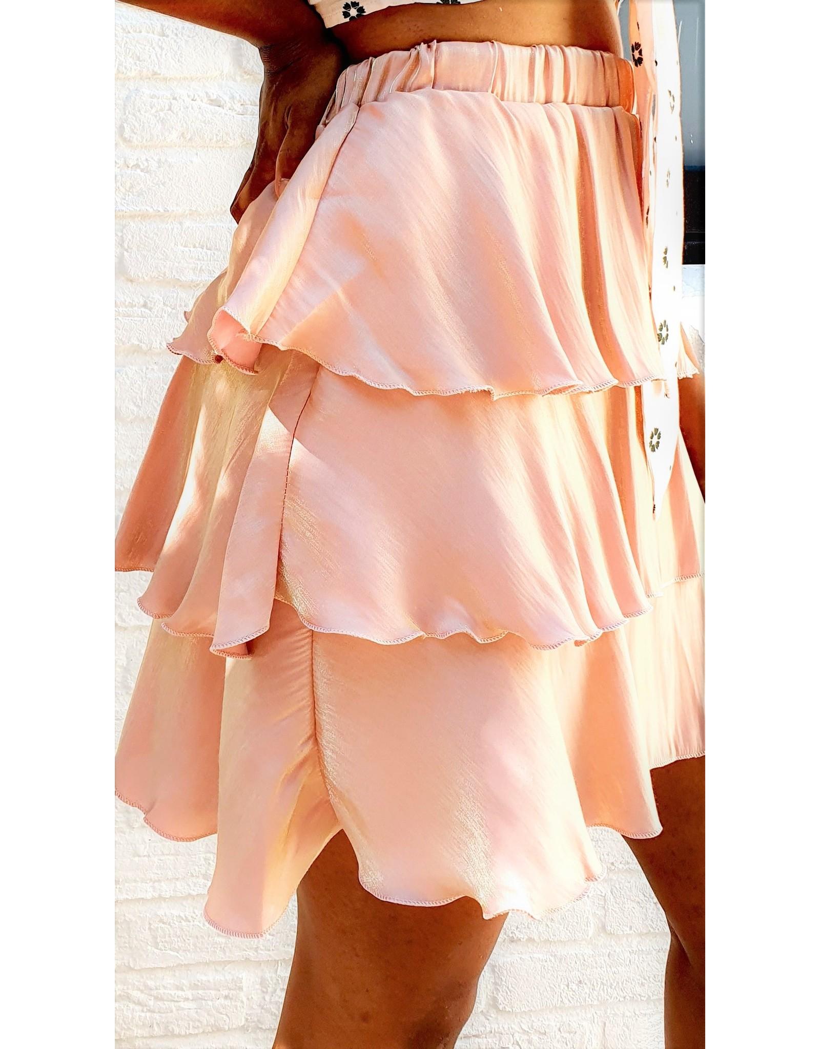 Short shiny pink