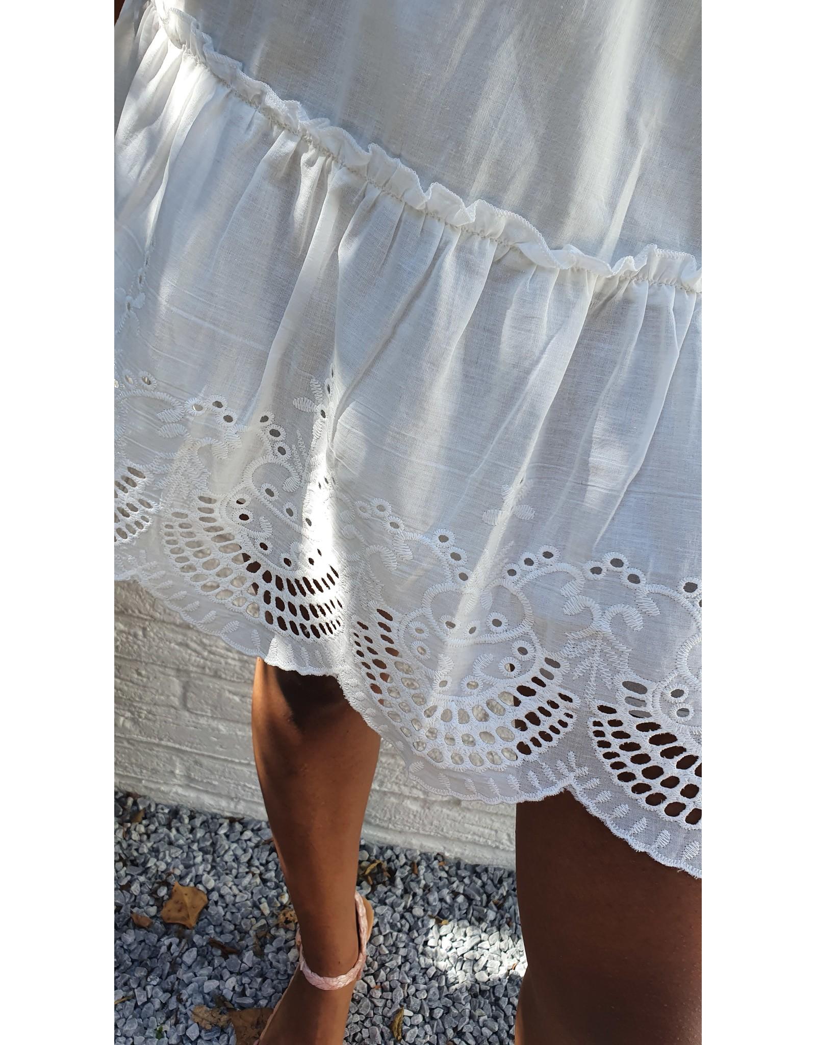 White shorty skirt