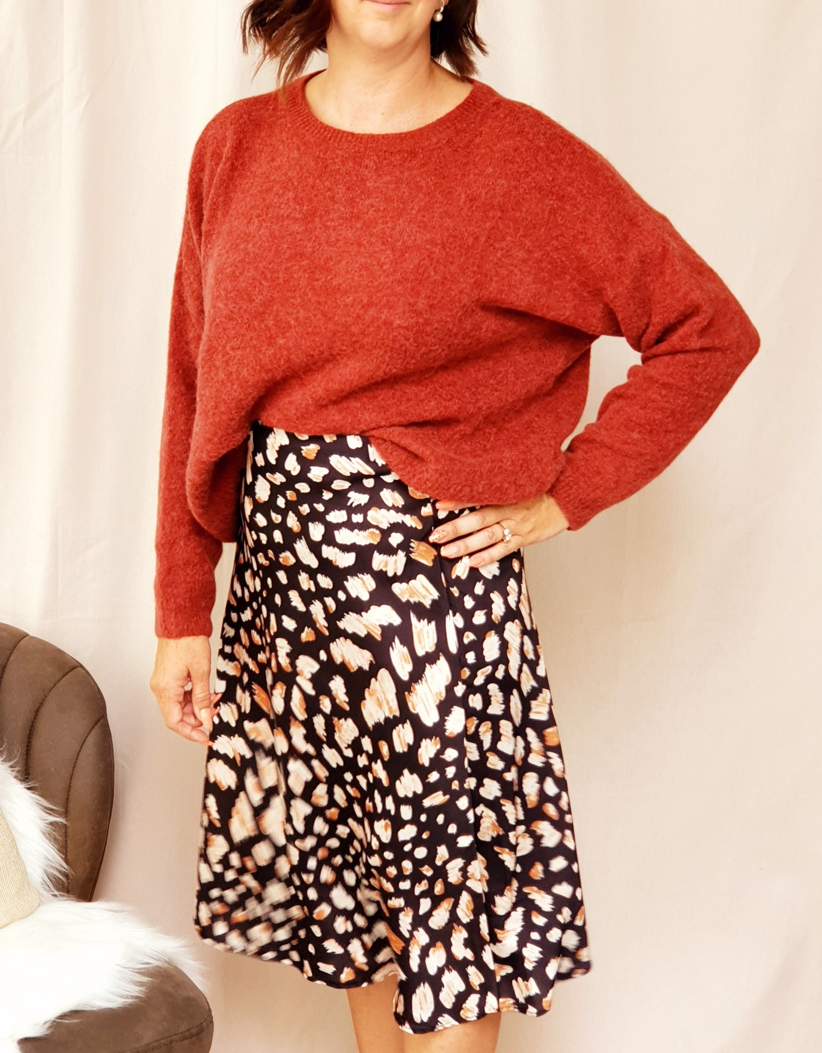 Mika Elles Dark brown red sweater
