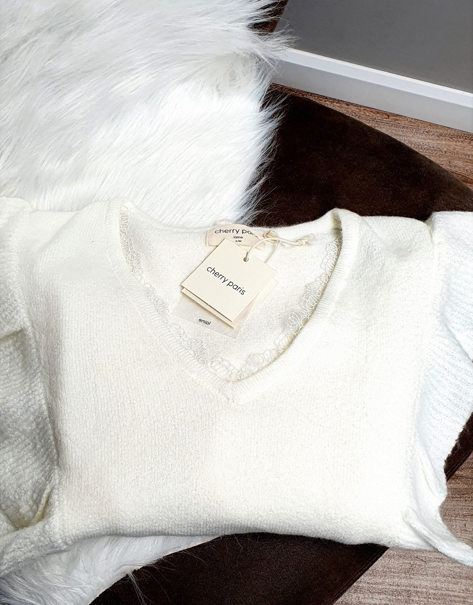 Cherry Paris Officiel Cherry beige sweater