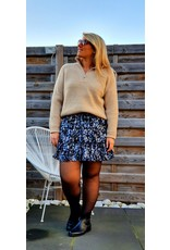Beige sweater with pearl
