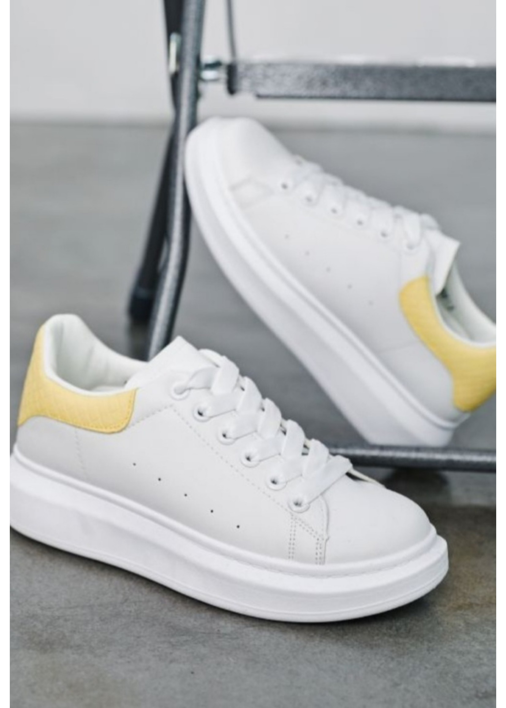 Soft Yellow sneaker