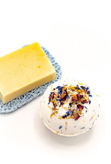 Horizon soaps Bath bomb with dried flowers