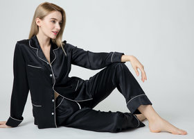 Seiden Schlafanzug
