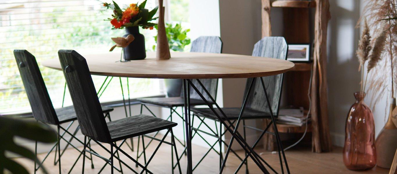 Teakhouten tafel behandelen of juist niet?