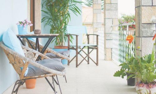 Gezellig zitten op een klein balkon; dat kan!