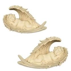 Engel sleeping in wings paar