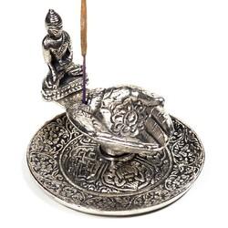 Wierookbrander offerhanden met boeddha