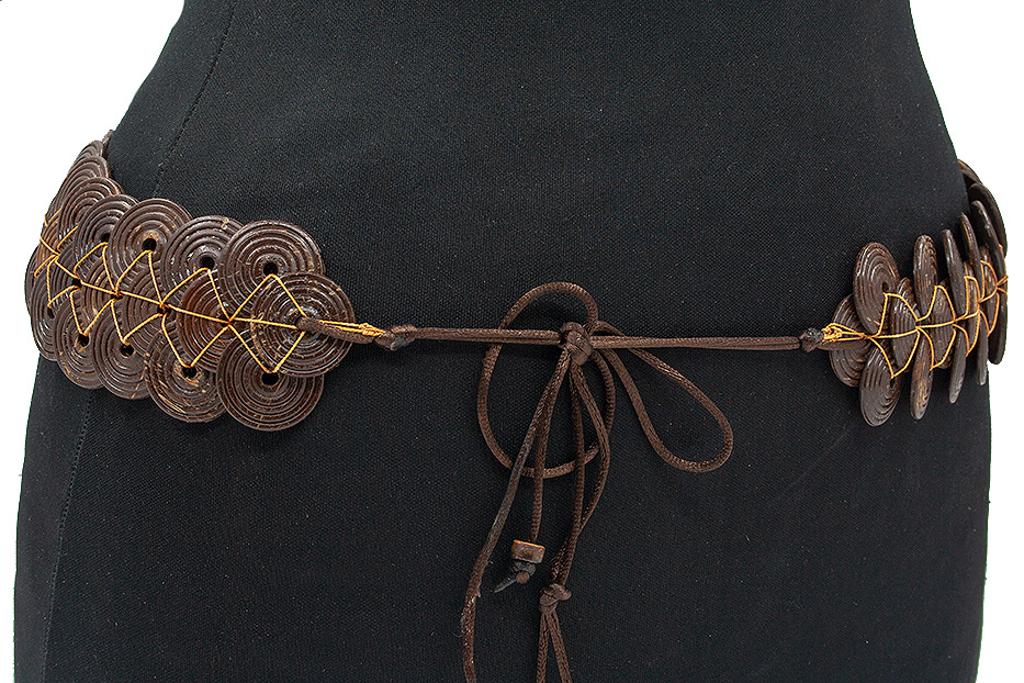 Thimbly Belts knoopceintuur made out of wood