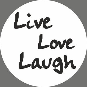 Witte sticker Live Laugh Love   eenbeetjegeluk.nl