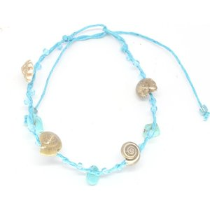 Lichtblauw schelpen armbandje | eenbeetjegeluk.nl