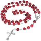 Rozenkrans 70 cm lang in rode kleur met zilverkleurig kruisje