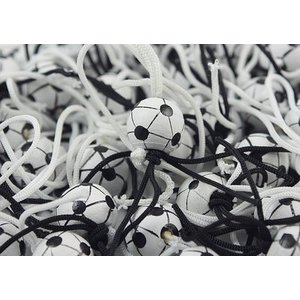 Gelukspoppetje voetbal zwart wit 1 cm | eenbeetjegeluk.nl