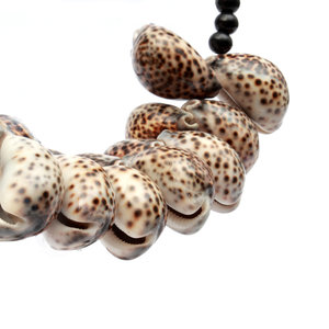Bazar Bizar The Tiger Cowrie Necklace Wood on Stand - Black