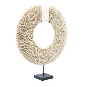 Bazar Bizar The Papua Shell Disc on Stand - White - 50 cm