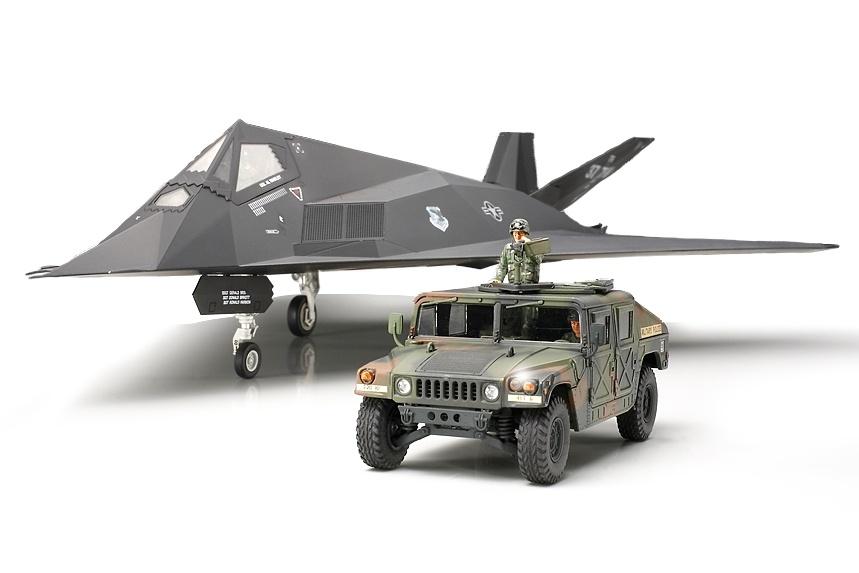Tamiya F-117A Nighthawk With Hummvee - Scale 1/48 - Tamiya - TAM89773