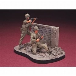 U.S. Marines Battle Of Hue 1968(3) with base - Scale 1/35 - Hobby Fan - HFN-HF510