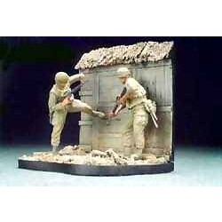 U.S. Marines Battel Of Hue 1968(1) with base - Scale 1/35 - Hobby Fan - HFN-HF508